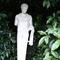 """Zdj. nr 75;""""Kobieta"""" - Nymans Garden"""