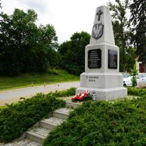 Zdj. nr 20;Pomnik w Karczmiskach