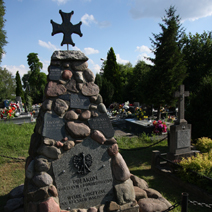 Zdj. nr 35;Pomnik poległym na Kresach Wschodnich - Włostowice - Puławy