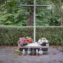 Zdj. nr 12;Pomnik rozstrzelanych w Leokadiowie