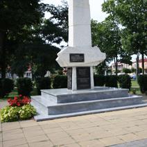 Zdj. nr 5;Modliborzyce, Pomnik pomordowanych w czasie Drugiej Wojny Światowej