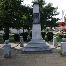 Zdj. nr 11;Modliborzyce, Pomnik poświęcony Józefowi Piłsudskiemu