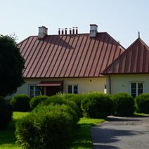 Zdj. nr 4;Plebania przy kościele parafialnym w Markuszowie