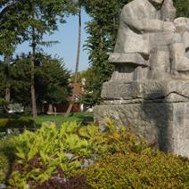 Zdj. nr 17;Pomnik poety Jana Pocka w Markuszowie