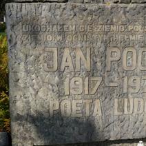 Zdj. nr 18;Pomnik poety Jana Pocka w Markuszowie