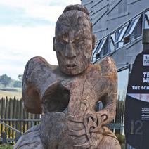 """Zdj. nr 178;""""Kobieta"""" - rzeźba maoryska"""