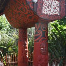 Zdj. nr 175;Rzeźba maoryska w ogrodzie Waitamo