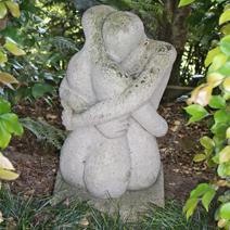 "Zdj. nr 179;Rzeźba  ""Uścisk miłosny"""
