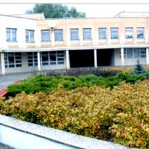 Zdj. nr 6;Nasze nasadzenia przy Polskiej Szkole im. J.Pawła II w Wilnie w październiku 2003roku