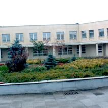 Zdj. nr 1;Nasze nasadzenia przy Polskiej Szkole im. J.Pawła II w Wilnie w październiku 2003 roku