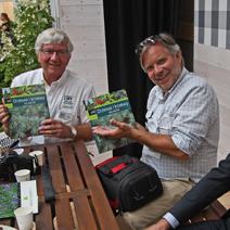Pan Dale Deppe i Pan Tim Deppe - goście z USA wyrażają radość z otrzymanej książki.