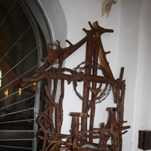 """Zdj. nr 33;""""Krzyż"""" w kościele w Białowieży"""
