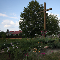 Zdj. nr 177;Kapliczka i krzyż w Kozłówce
