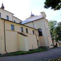 Zdj. nr 10;Kościół Farny 3-nawowy p.w. Znalezienia Krzyża Świętego i Św. Andrzeja z XVI i przebudowany w XVIII wieku, widok od strony północnej