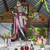 Zdj. nr 74;Kapliczka -Św. Mikołaj z wilkiem w Koloni Kryłów