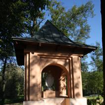 Zdj. nr 78;Kapliczka w ogrodzie w Łańcuchowie k/ Milejowa