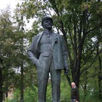 Zdj. nr 43;Włodarka - Patronuje pałacowi Lenin.