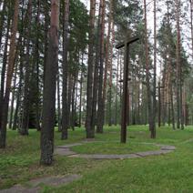 Zdj. nr 14;Las - zbiorowe groby pomordowanych Polaków.