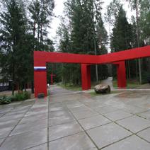 Zdj. nr 10;Wejście na cmentarze - po lewej rosyjski, po prawej polski.