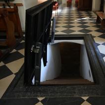 Zdj. nr 1;Wejście do krypt