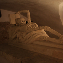 Zdj. nr 5;Sarkofag z personifikacją Vanitas - marności życia