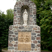 Zdj. nr 19;Pomnik - urna z prochami żołnierzy armii Napoleona
