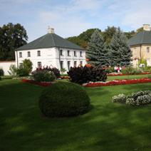 Zdj. nr 6;Widok na pałac od strony zachodniej