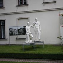 Zdj. nr 30;Fragment muzeum socrealizmu w Kozłówce