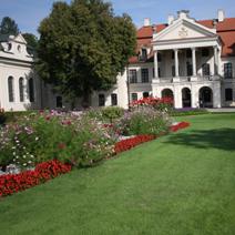 Zdj. nr 8;Widok na pałac od strony zachodniej