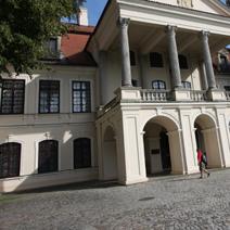 Zdj. nr 14;Widok na pałac od strony zachodniej