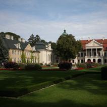 Zdj. nr 5;Widok na pałac od strony zachodniej