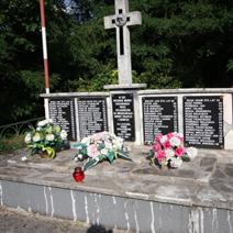 Zdj. nr 79;Pomnik pomordowanych przez hitlerowców mieszkańców Momot Dolnych i Górnych