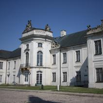 Zdj. nr 4;Rzeźby na szczytach fasad