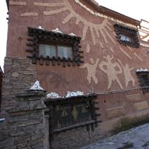 Zdj. nr 123;Tybetańska rzeźba na budynku