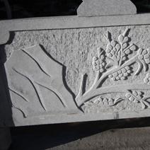 Zdj. nr 128;Płaskorzeźby na ogrodzeniu