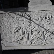 Zdj. nr 129;Płaskorzeźby na ogrodzeniu