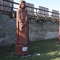 Zdj. nr 132;Rzeźby królów polskich - Szydłów