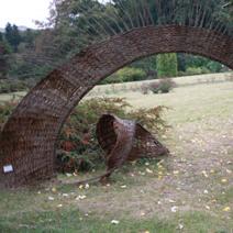 Zdj. nr 90;Rzeźby wiklinowe we Lwowie w Ogrodzie Botanicznym