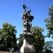 Zdj. nr 112;Pomnik przy kościele Benedyktynów w Tihanach- Węgry