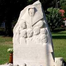 Zdj. nr 89;Pomnik pomordowanych sierot (dzieci) i siostry zakonne przez nacjonalistów ukraińskich (bandy URA) w Turkowicach